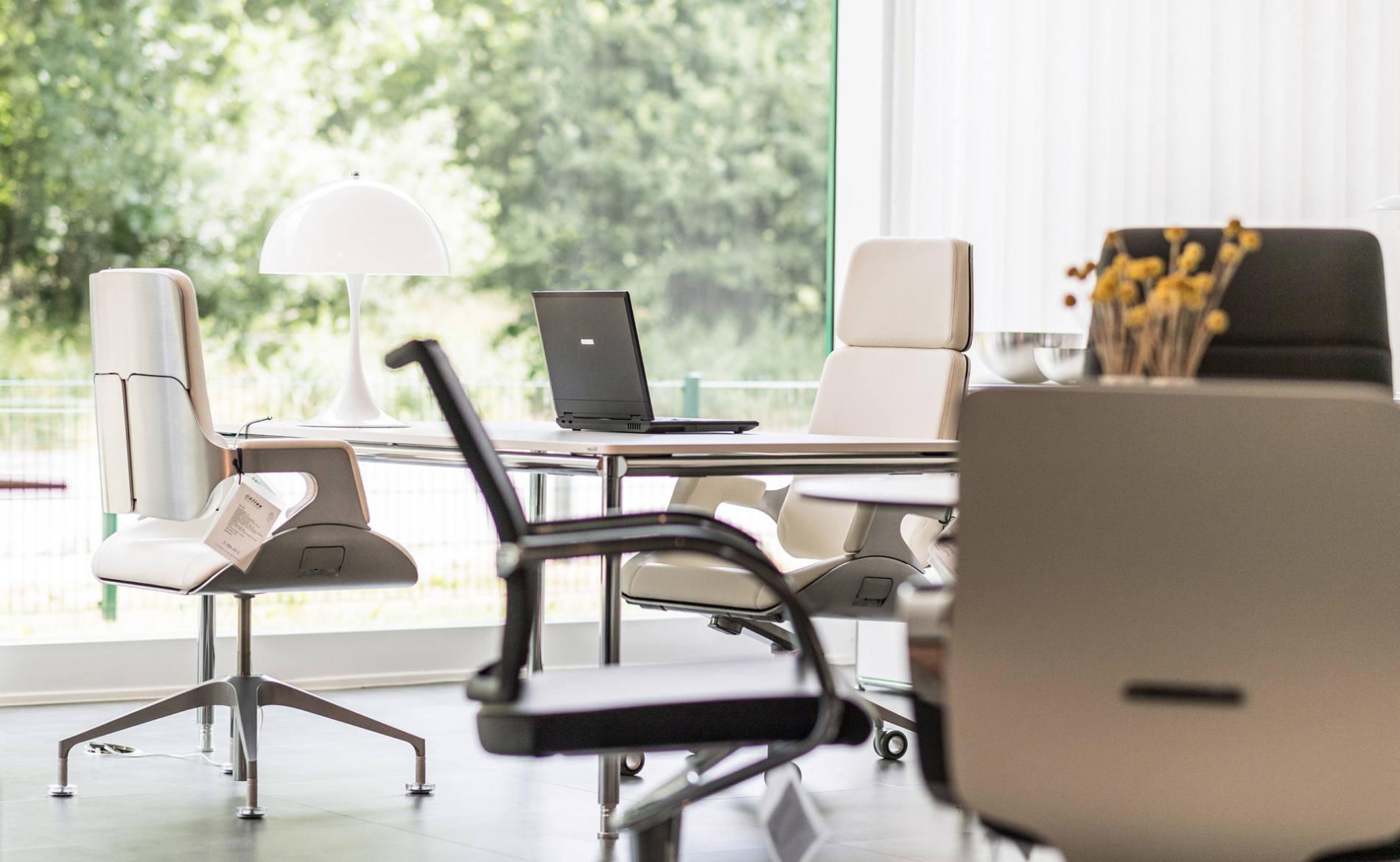 Sitzmöbel, Chefsessel und Bürodrehstühle in vielen Ausführungen